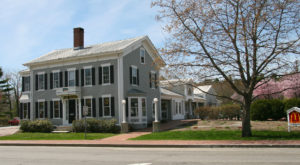 There's An Unexpected Restaurant Hiding Inside This Century-Old Home In Maine