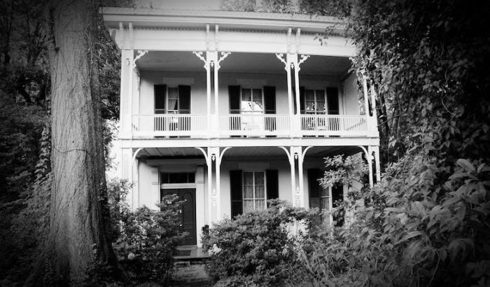 8 Of The Best Haunted Tours To Take In Mississippi