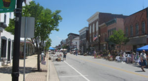 14 Welcoming Small Towns In Ohio Where You'll Feel Like Family