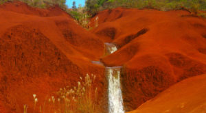 The Unexpected Hawaii Waterfall That Will Transport You To Another World