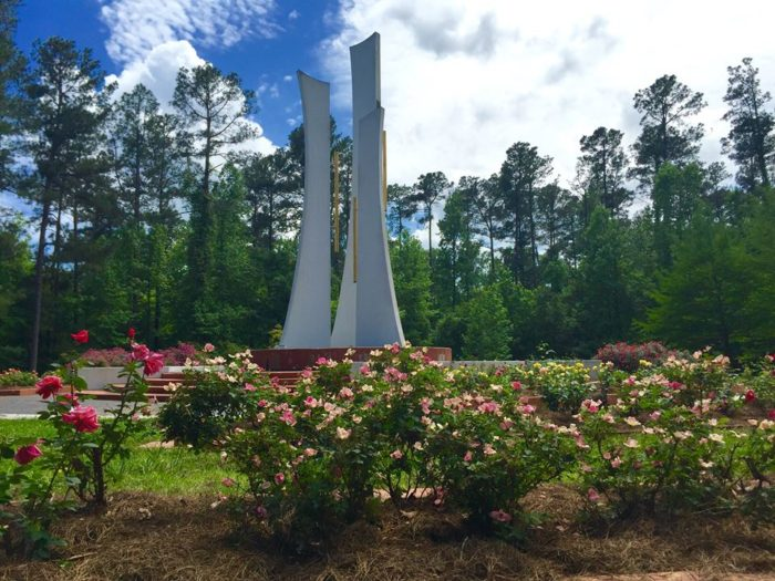 The 9 coolest attractions in louisiana that not enough people visit only in your state for The gardens of the american rose center