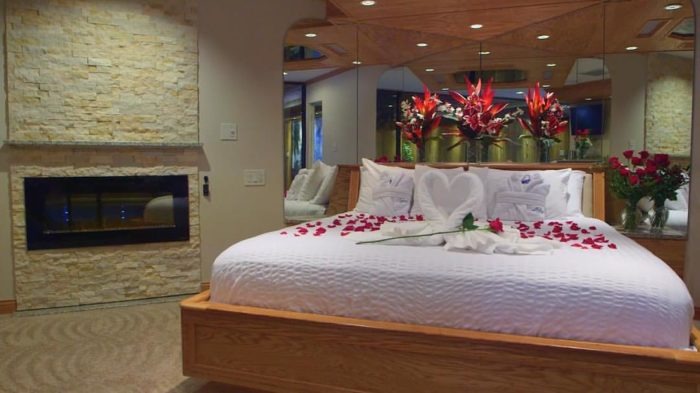 Hotels With Pool In Room Illinois