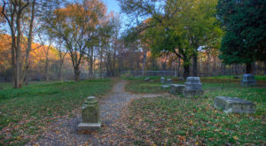 7 Disturbing Cemeteries Around Chicago That Will Give You Goosebumps