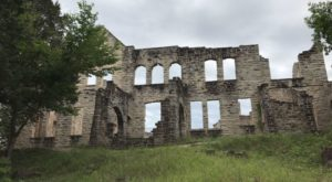 The Awesome Hike In Missouri That Will Take You Straight To An Abandoned Castle