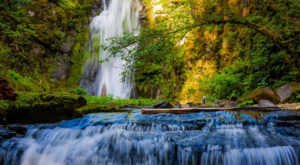 The Hike In Washington That Takes You To Not One, But TWO Insanely Beautiful Waterfalls