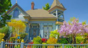 You'll Fall In Love With This Eccentric Bed And Breakfast Hiding In Oregon