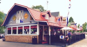 Everyone Goes Nuts For The Hamburgers At This Nostalgic Eatery In Northern California