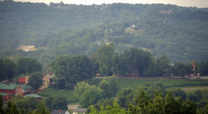 The Remote Winery Near St. Louis That's Picture Perfect For A Day Trip