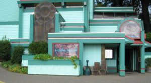 This Wax Museum Hiding In Oregon Is Wonderfully Bizarre
