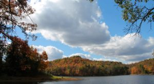 The One Hikeable Lake In West Virginia That's Simply Breathtaking In The Fall