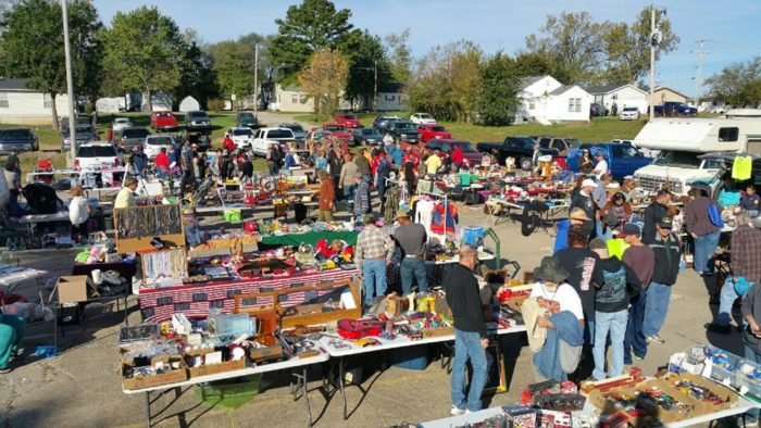 Everyone In St Louis Should Visit This Epic Flea Market At Least Once