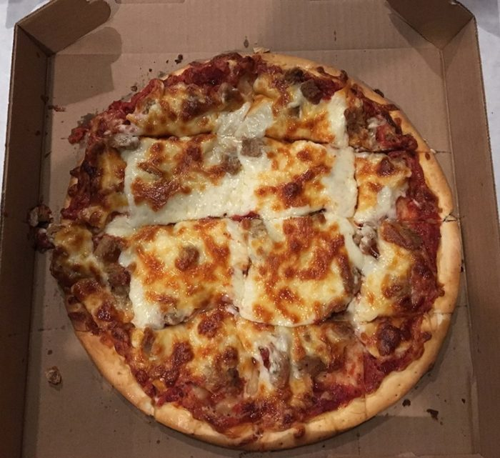 11 Incredible Mom and Pop Pizza Joints In Minnesota To Add ...