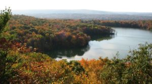 The One Hikeable Lake In Connecticut That's Simply Breathtaking In The Fall