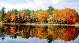 The One Hikeable Lake In Maine That's Simply Breathtaking In The Fall