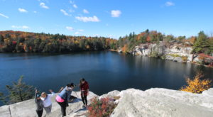 The One Hikeable Lake In New York That's Simply Breathtaking In Fall