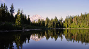 The One Hikeable Lake Near Portland That's Simply Breathtaking In The Fall