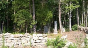 5 Creepy Trails In South Carolina That Will Take You Straight To An Abandoned Cemetery
