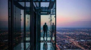 The Amazing Glass-Bottomed Skydeck In Chicago Will Bring Out The Adventurer In You