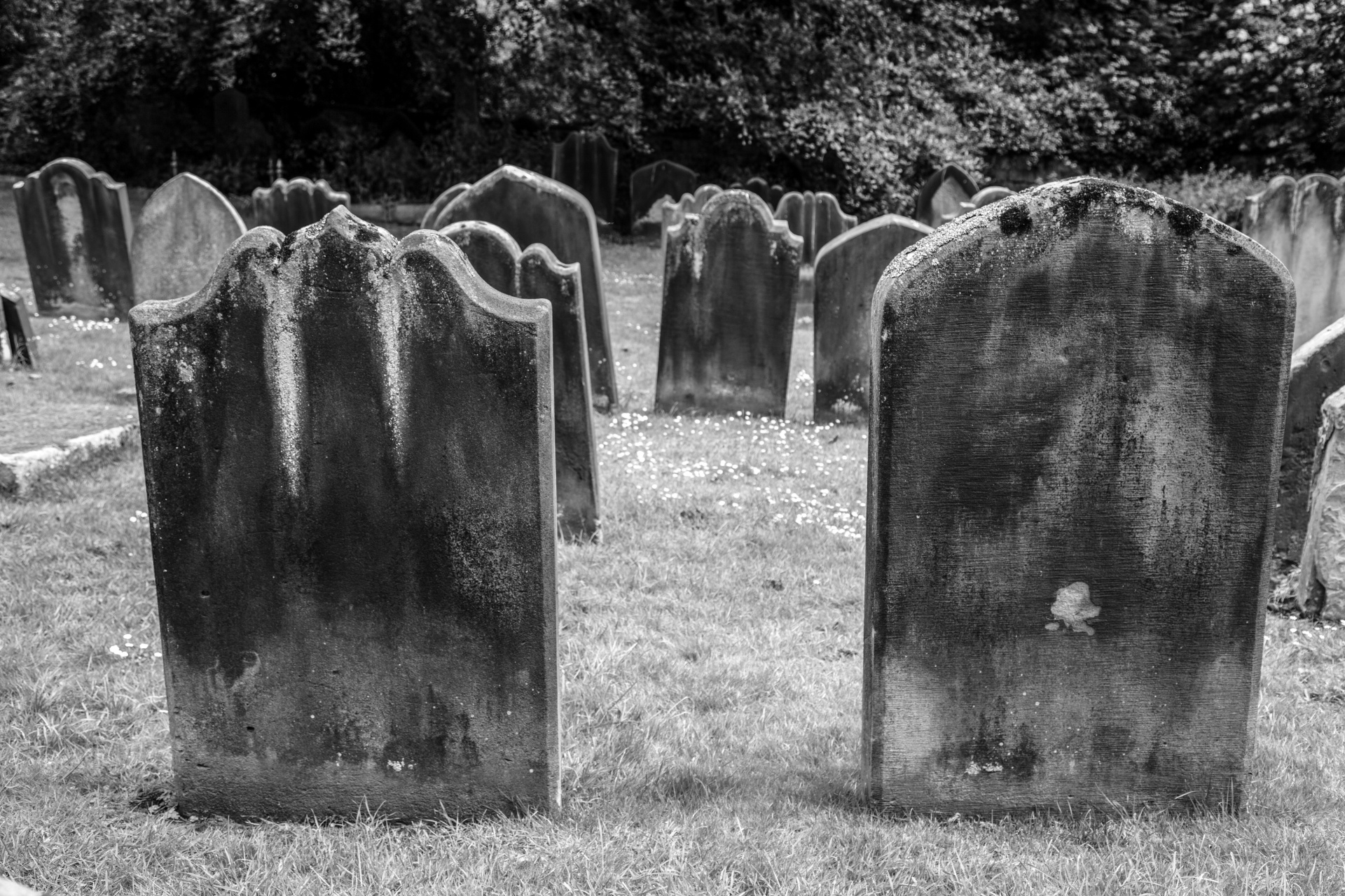 9 Most Haunted Cemeteries In Illinois For The Best Ghost Hunting
