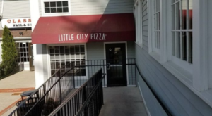 The Little Hole-In-The-Wall Restaurant That Serves The Best Pizza In Connecticut
