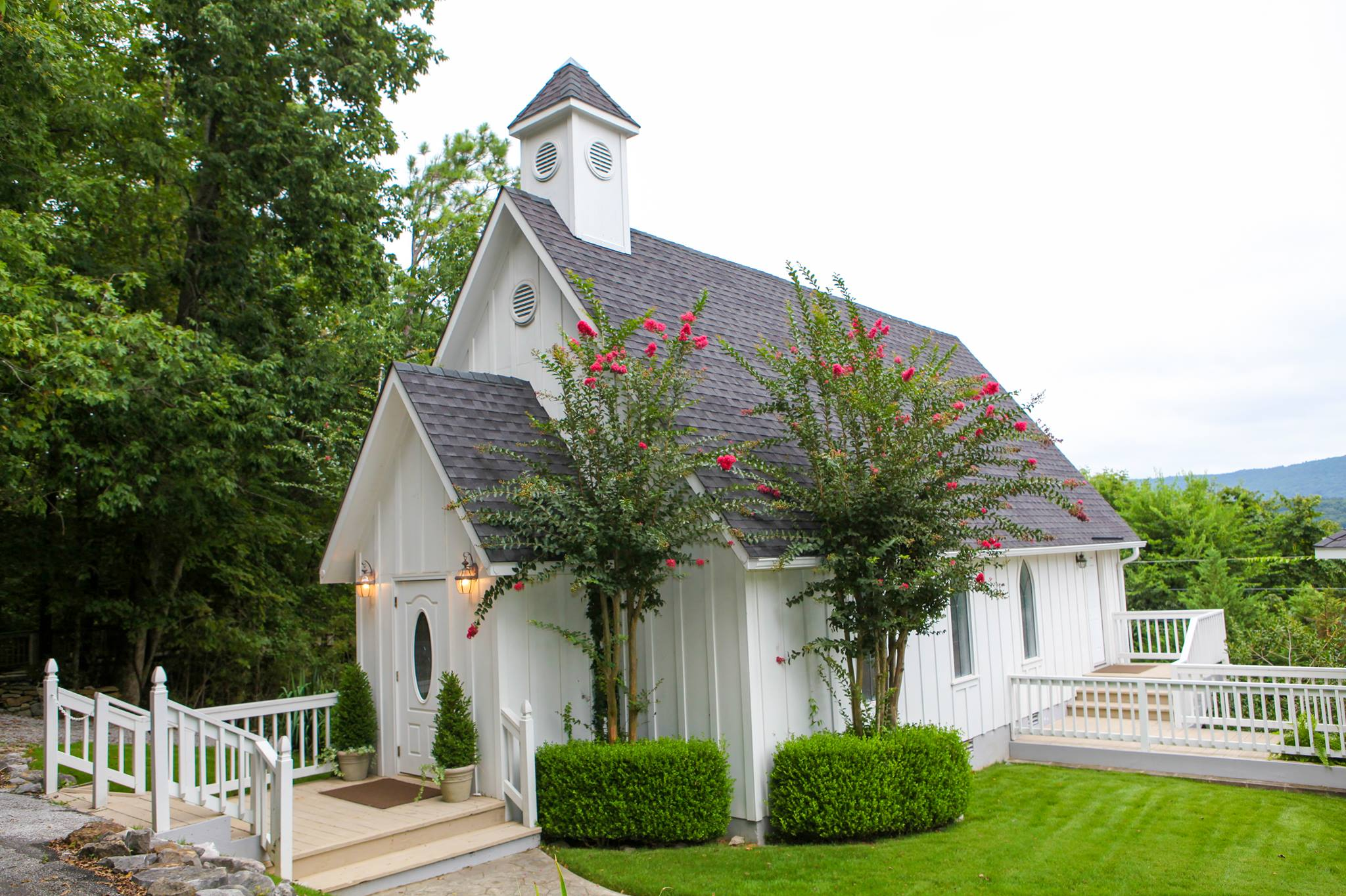 The wedding chapel on the mountain most charming chapel for Wedding venues huntsville al