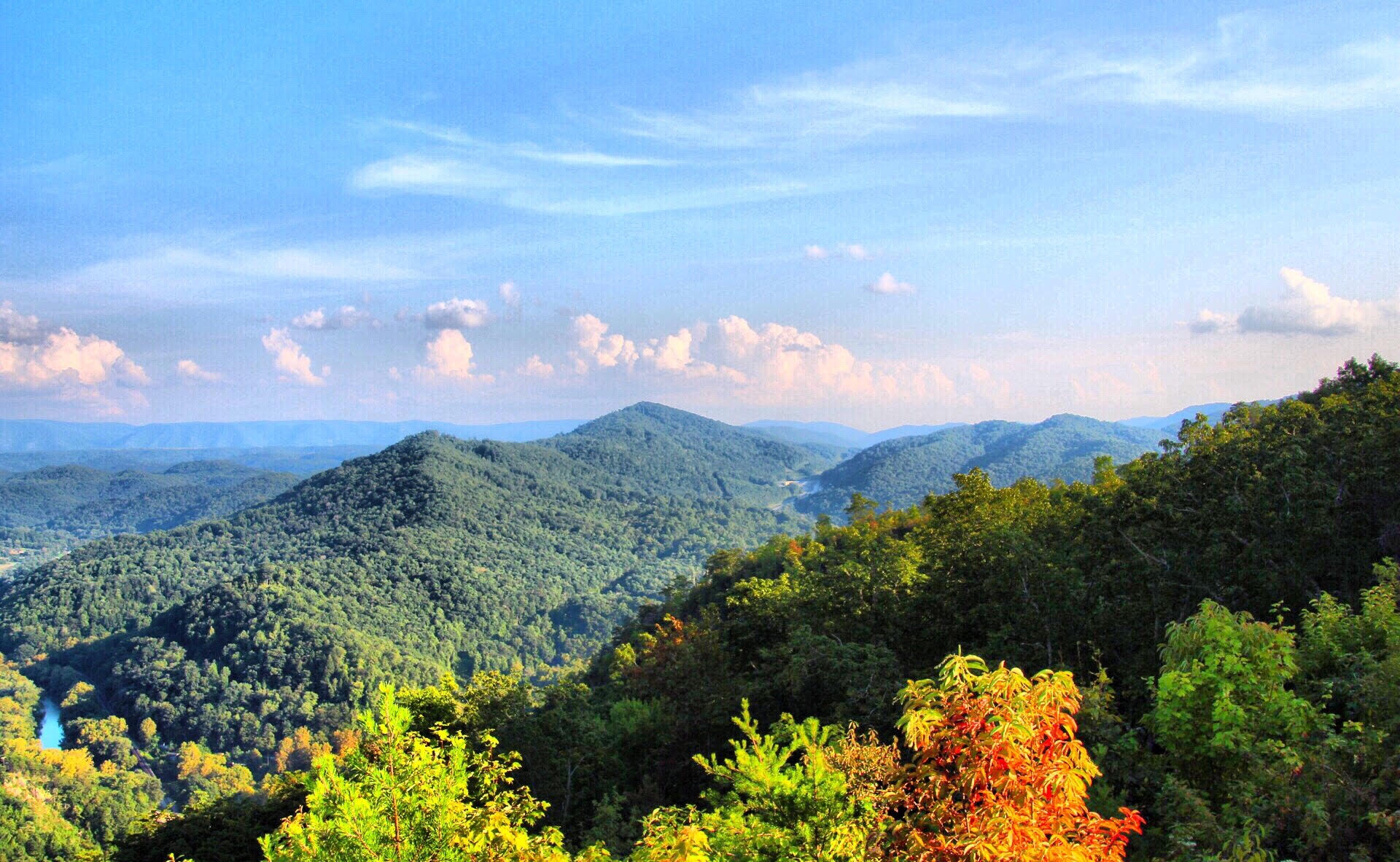 7 Best Fall Hikes In Kentucky
