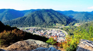 There's A Little Town Hidden In The Mountains In Kentucky And It's The Perfect Place To Relax