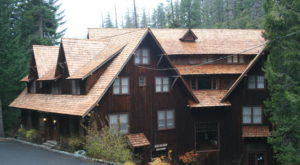 A Trip To This Majestic Oregon Lodge Will Take You Back In Time
