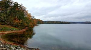 The One Hikeable Lake Near Philadelphia That's Simply Breathtaking In The Fall