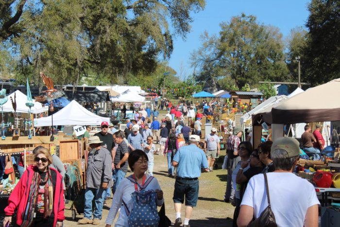 8 amazing antiques festivals in florida where you 39 ll find for Mount dora craft fair 2017
