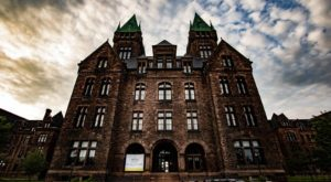 The Sinister Story Behind This Popular Buffalo Hotel Will Give You Chills