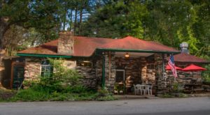 The Hidden Restaurant In South Carolina That's Surrounded By The Most Breathtaking Fall Colors