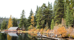 The One Hikeable Lake In Oregon That's Simply Breathtaking In The Fall