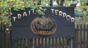 The One Small Town In Connecticut That Transforms Into A Terrifying Halloween Wonderland