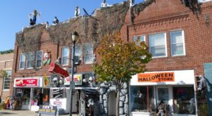 The One Town In Ohio That Transforms Into A Terrifying Halloween Wonderland