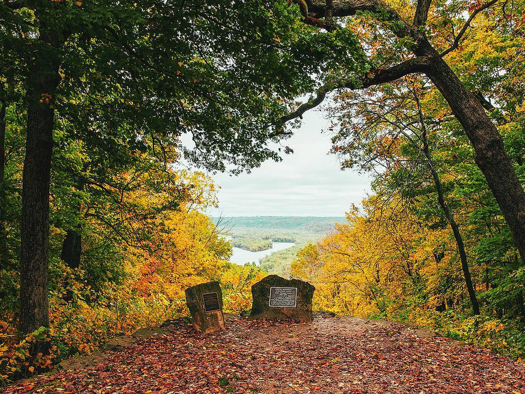 11 easy fall foliage hikes in wisconsin