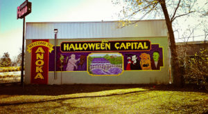 The One Small Town Near Minneapolis That Transforms Into A Terrifying Halloween Wonderland