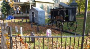 The One Small Town In Michigan That Transforms Into A Terrifying Halloween Wonderland