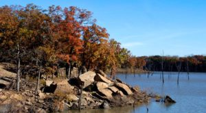 The One Hikeable Lake In Kansas That's Simply Breathtaking In The Fall