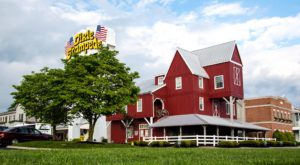 Tennessee's Most Patriotic Restaurant Offers A Dining Experience Unlike Any Other