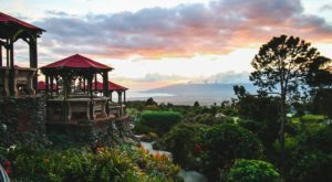 The Hawaii Restaurant That Will Take You Millions Of Miles Away From It All