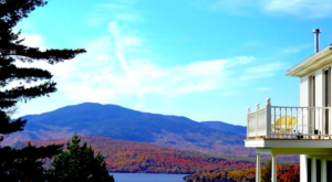 The Hidden Restaurant In Maine That's Surrounded By The Most Breathtaking Fall Colors