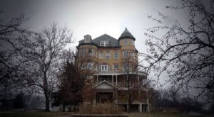 We Checked Out The 13 Most Terrifying Places In Kansas And They're Horrifying