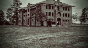 Visit These Bone Chilling, Haunted Mansions In Idaho For The Scare Of Your Life