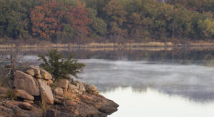 The One Hikeable Lake In Oklahoma That's Simply Breathtaking In The Fall