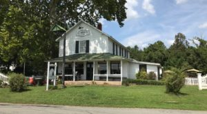 The Incredible Virginia Restaurant That's Way Out In The Boonies But So Worth The Drive
