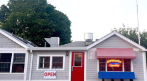 This Connecticut Restaurant Has A Funny Name But Serves The Most Heavenly Hot Dogs