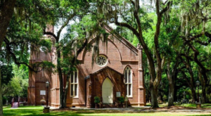The Little-Known Church Hiding In Louisiana That Is An Absolute Work Of Art