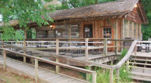 The Remote Cabin Restaurant In Mississippi That Feels Just Like Home