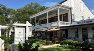 The Secluded Restaurant In Louisiana That Looks Straight Out Of A Storybook